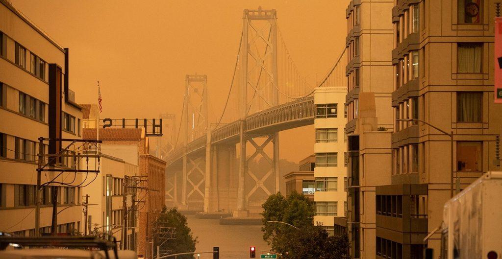 Incendios forestales sin precedentes devastan la costa oeste de EU