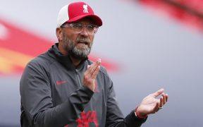 Klopp y el Liverpool inician la defensa del título de la Premier ante el Leeds de Bielsa. (Foto: Reuters)