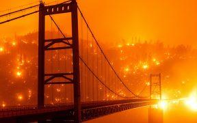 Suman 15 muertos y cientos de miles de desalojados por incendios en el oeste de EU