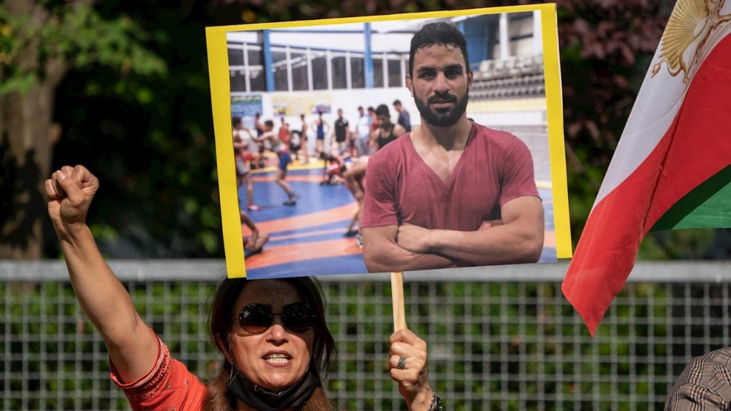A pesar de las protestas, como ésta en Berlín, el luchador Navid Afkari fue ejecutado en Irán. (Foto: EFE)