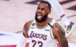 LeBron James volvió a ser el líder anotador de Lakers, con 29 puntos que los meten a la final del Oeste. (Foto: EFE)