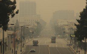 Humo de incendios cubre la costa oeste de EU