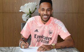 Aubameyang firmó tres años más para seguir con el Arsenal. (Foto: @Arsenal)