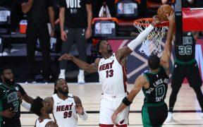 Adebayo logró este impresionante bloqueo para el triunfo del Heat. (Foto: Reuters)