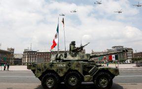 Conmemoran Independencia con entrega de medallas y desfile militar