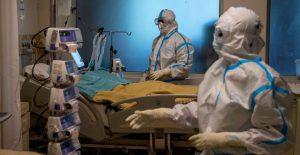 Alerta OMS de incremento en hospitalizaciones por Covid en jóvenes