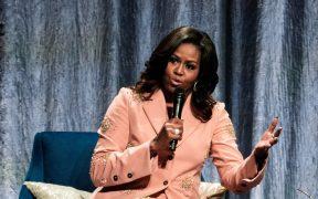 """Michelle Obama critica a Trump por tratar al proceso de transición como """"un juego"""""""