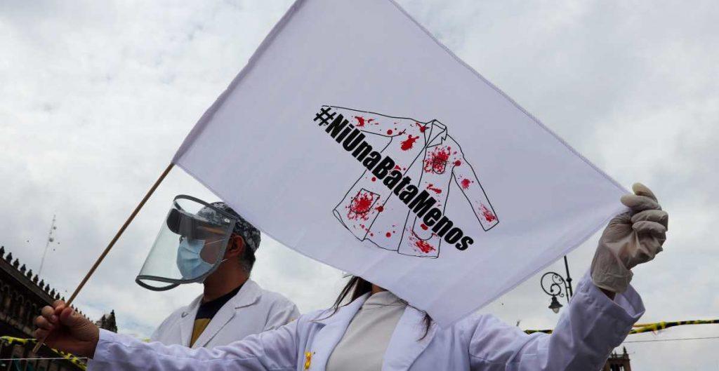 Muertes de médicos por Covid-19 están ligadas a la precariedad en México: The Lancet