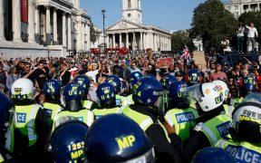 """Activistas anti confinamiento y vacunas protestan en Londres por """"libertad"""""""