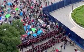 Policía bloquea paso de marcha contra AMLO hacia el Zócalo de la CDMX