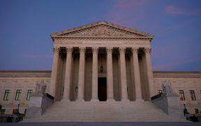 La carrera en Arizona por un escaño en el Senado podría afectar quién irá a la Corte Suprema