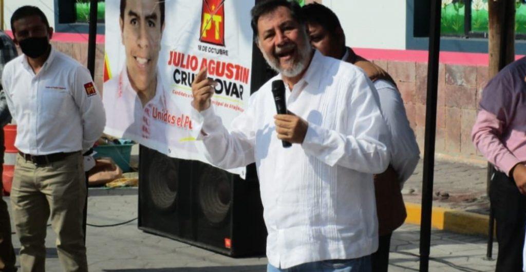 Agreden a huevazos a Noroña en Hidalgo