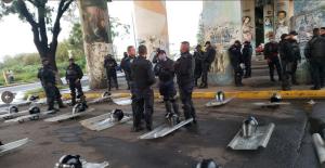 CNTE bloquea vías del tren en Michoacán