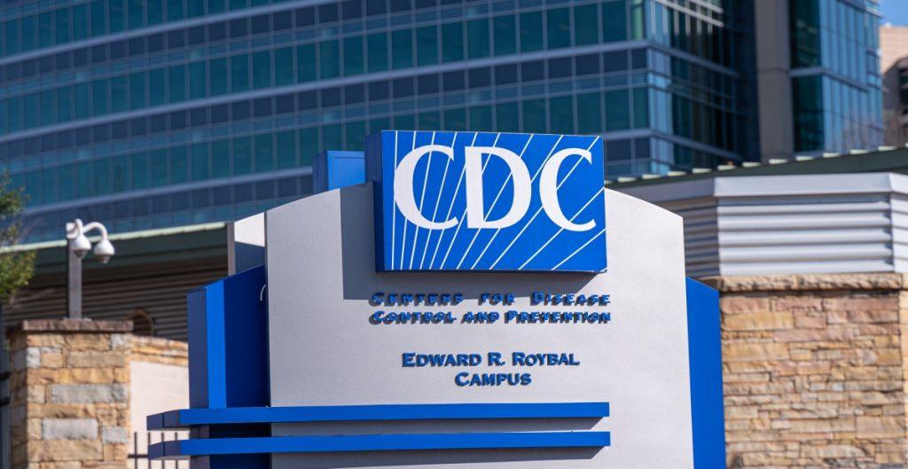 Los CDC se retractan de cambio de opinión respecto a la transmisión aérea de la Covid-19