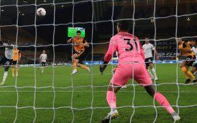 Jiménez consiguió su segundo gol de la temporada con este certero remate ante Manchester City. (Foto: EFE)