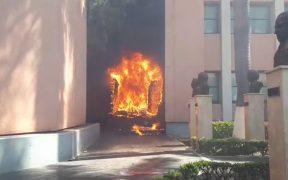 Normalistas vandalizan el Congreso de Guerrero en Chilpancingo