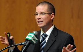 FGR hace público el caso contra Anaya y lo acusa de recibir soborno de 6 mdp para votar a favor de la reforma energética
