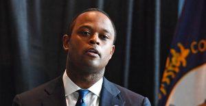 """""""Como afroamericano, entiendo el dolor"""", dice fiscal tras polémica decisión en caso de Breonna Taylor"""
