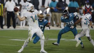 Fitzpatrick lanzó para dos touchdowns en el triunfo de Miami sobre Jaguars. (Foto: Reuters)