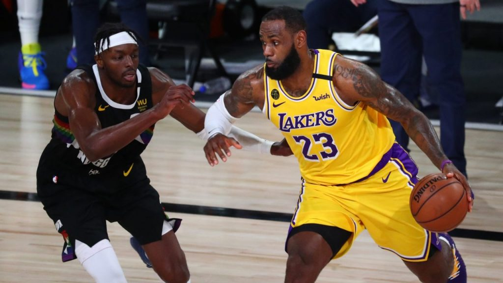 LeBron James aportó 26 puntos en el triunfo de Lakers sobre Nuggets. (Foto: Reuters)