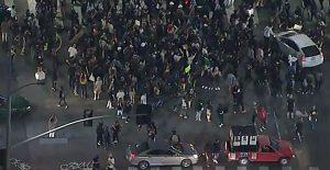Automovilistas arrollan a manifestantes en Hollywood durante protestas por caso de Breonna Taylor