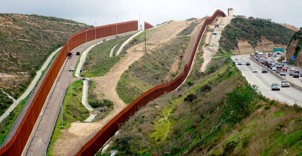 Tribunal autoriza continuar demanda del Congreso contra muro de Trump