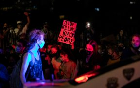Piden mantener estado de emergencia en Louisville en marchas por Breonna Taylor