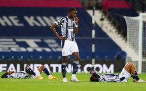 La decepción fue evidente entre los jugadores del West Brom, que dejaron ir una ventaja de 3-0 ante Chelsea. (Foto: Reuters)