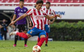 José Juan Macías le dio el triunfo a Chivas sobre Mazatlán con este penalti. (Foto: Mexsport)