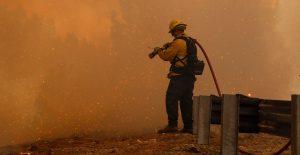 Incendio obliga a evacuar a miles de personas en el norte de California