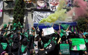 Protesta de movimientos feministas deja 12 heridos: CDHCM
