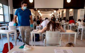 Cubrebocas obstruye la comunicación entre maestros y alumnos en EU