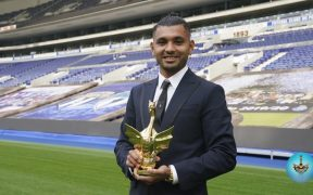 'Tecatito' Corona recibió el premio como mejor futbolista del Porto. (Foto: @FCPorto)