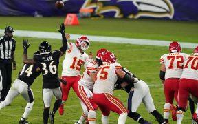 Mahomes lanzó cuatro pases de anotación, en el triunfo de Chiefs sobre Ravens. (Foto: Reuters)