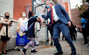 Miles de estudiantes regresan a las aulas en Nueva York
