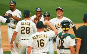 Los jugadores de los Athletics celebran su triunfo sobre los White Sox. (Foto: Reuters)