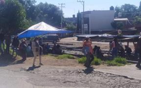 Desalojan a integrantes de la CNTE de vías del tren en Michoacán; hay 14 trenes varados