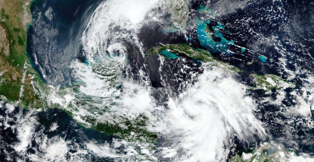 Huracán Delta sube a categoría 2 y amenaza Yucatán