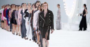 Chanel lleva el glamour de Hollywood a la Semana de la Moda de París