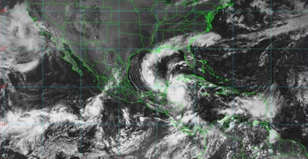 Huracán 'Delta' tocaría tierra a las 10 de la noche, dice Protección Civil