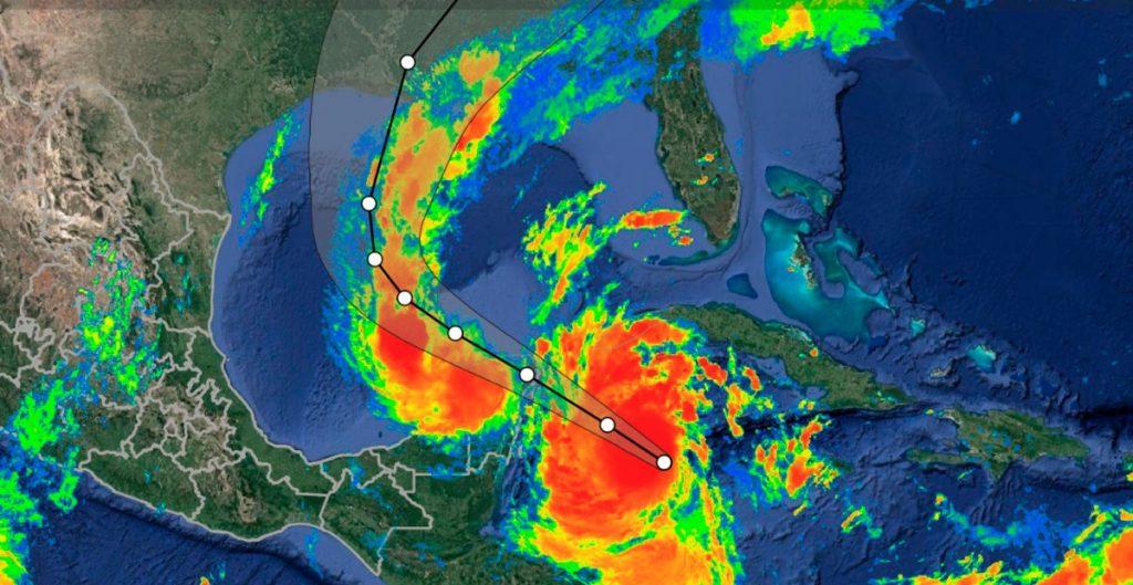 """El huracán """"Delta"""" tocará tierra en Quintana Roo esta madrugada. Sigue la trayectoria en vivo"""
