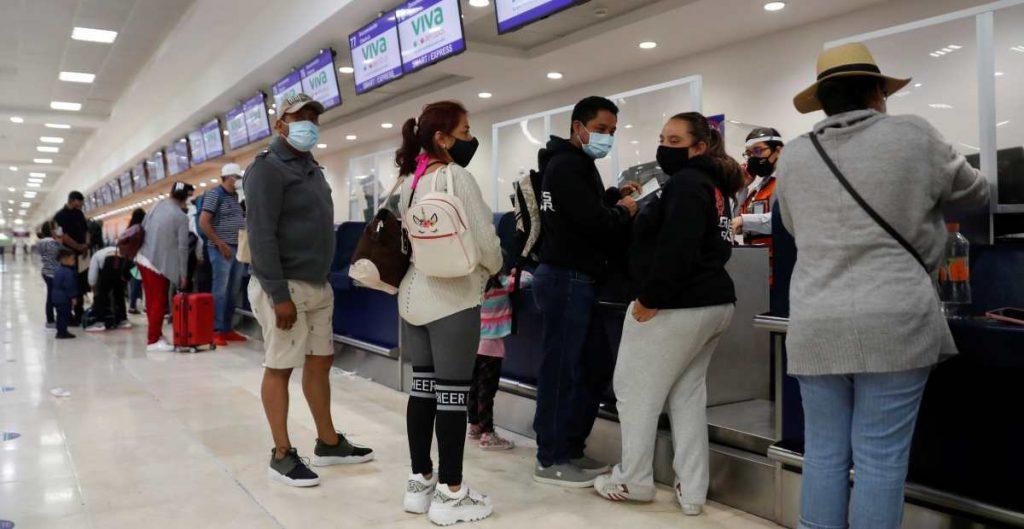 Cierran el aeropuerto de Cancún por el paso del huracán 'Delta'