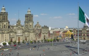 Azucareros de Tamaulipas protestan afuera de Palacio Nacional