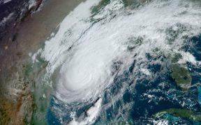 """Delta"" toca tierra en Louisiana como huracán categoría 2"