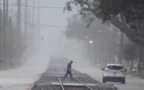 'Delta' se degrada a tormenta tropical sobre Louisiana