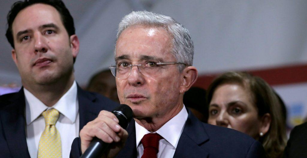 Jueza ordena la liberación de Álvaro Uribe, expresidente de Colombia