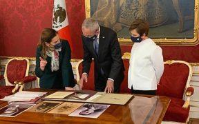 AMLO pide a Beatriz Gutiérrez traer el penacho de Moctezuma