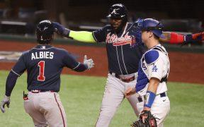 Con cuatro carreras en la novena entrada, Atlanta venció a los Dodgers.