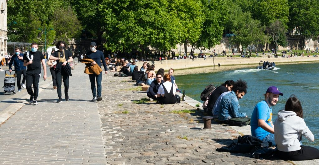 Anuncian toque de queda en París y otras ciudades de Francia por Covid