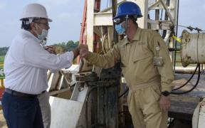 """Director de Pemex defiende que petrolera """"genera ingresos, no gastos"""""""